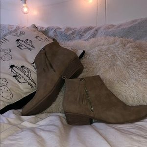 LIGHT BROWN ANKLE BOOTIES